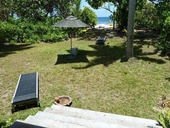 Four Seasons Resort Seychelles at Desroches Island: Retreat garden with direct access to beach