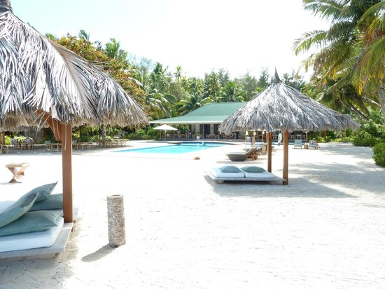 Desroches Island: Pool area