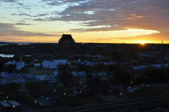 Hilton Québec : Taken just before sunrise - the view from our room