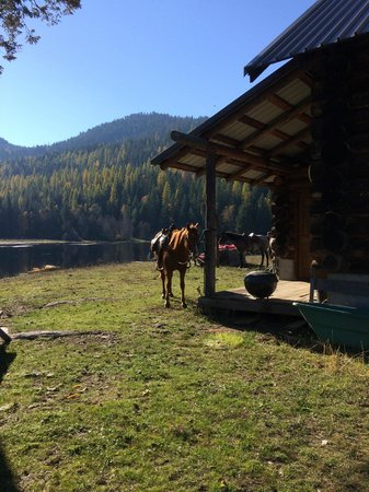 Bull Hill Guest Ranch: View of Sleepy Hollow with quarter horse