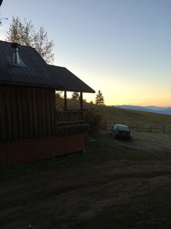 Bull Hill Guest Ranch: Morning view of a cabin