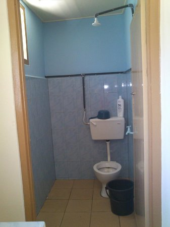 Puzut Homestay: Sharing Bathroom