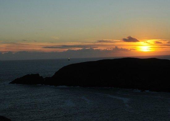 Cape Clear Island Holiday Hostel: Sunset and Fastnet light house