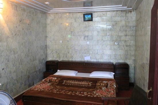 Dalhousie Palace Hotel: Small room