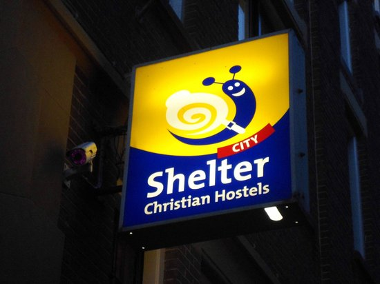 Shelter City Hostel Amsterdam: Cartel del Shelter city de noche