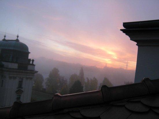 Klarov: Вид из отеля на рассвете