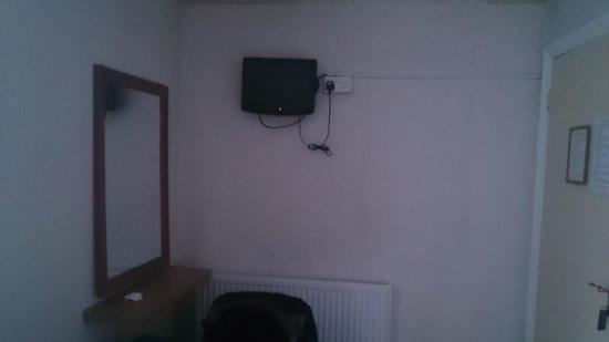Hotel Earls Court : In room TV