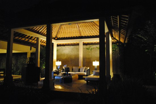 The Gangsa Private Villa by Kayumanis: Outdoor Living Room