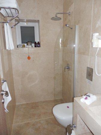 Deniz Feneri Lighthouse: Bathroom