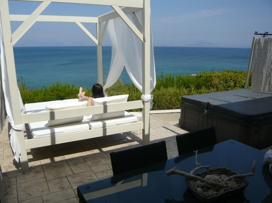 Palms & Spas Corfu Boutique Suites & Villas: Daybed and the view!