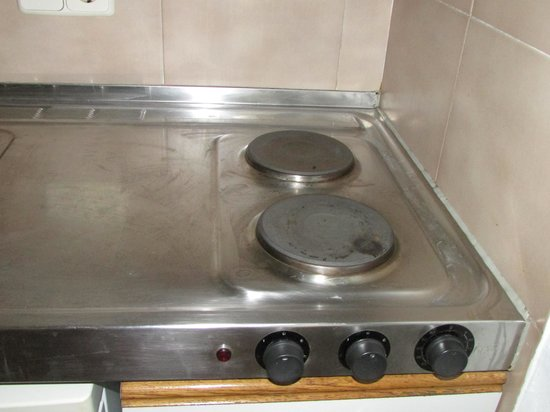 Inturotel Cala Azul Park: Only 2 electric plates - no oven