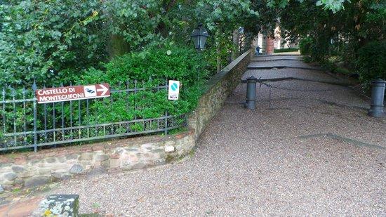 Castello di Montegufoni: Entrance to the Castello
