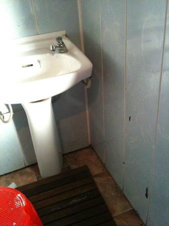 Citi Backpackers Hostel : Secondo bagno - Lavandino