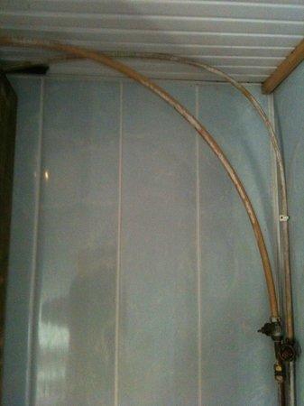 Secondo bagno - Tubi di collegamento doccia - Picture of Citi ...