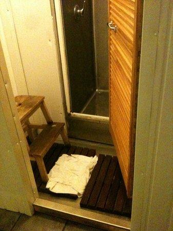Citi Backpackers Hostel: Bagno comune - Una doccia