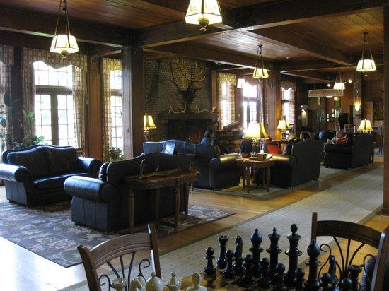 Lake Quinault Lodge: Lobby