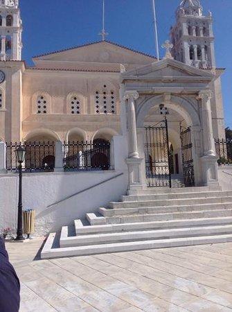 Kafeneio Marigos: church near to the marigws cofee shop
