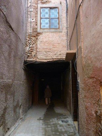 Riad Sidi Omar: the alley to the raid