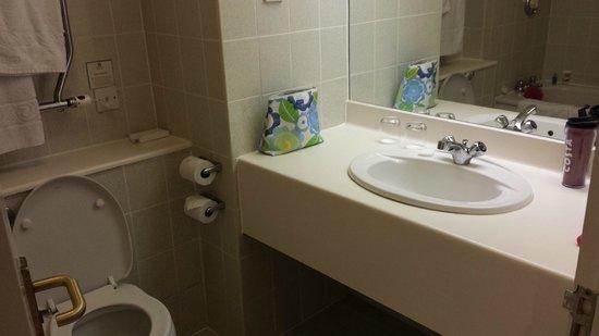 Holiday Inn Fareham Solent: Bathroom of room 228
