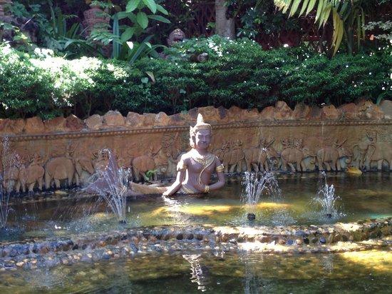 HanumanAlaya Boutique Residence: Front garden