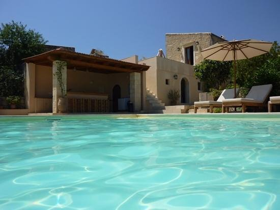 Kapsaliana Village Hotel: pool