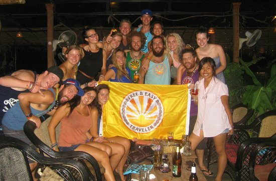 11 Happy Backpackers: Tour group