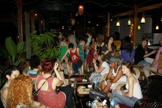 11 Happy Backpackers: Party on the rooftop