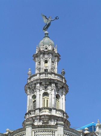 Estatua de la Victoria en la cúpula del Gran Teatro de La Habana
