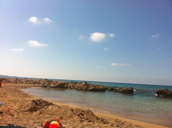 Camelia Studios & Apartments: To the left on Falassarna' beach; a natural child friendly lagoon