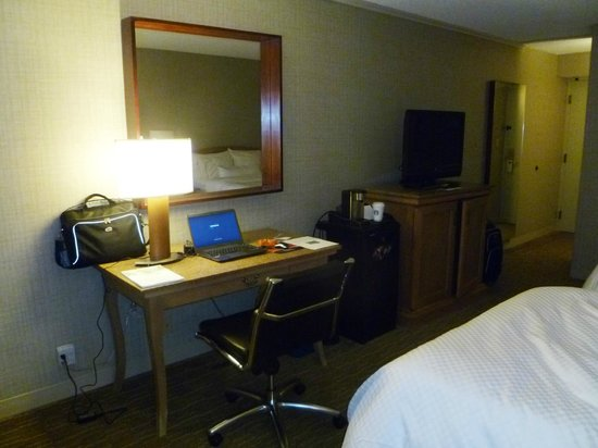 The Westin Indianapolis: Desk with fast Internet wired connection