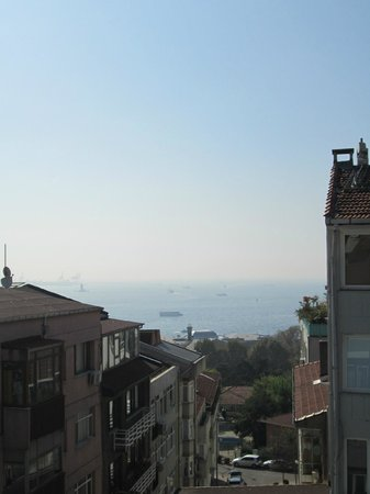 Housez Suites & Apartments: View of the Bosphorus.