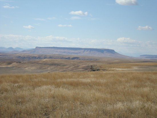 First Peoples Buffalo Jump State Park: The cliff from a distance