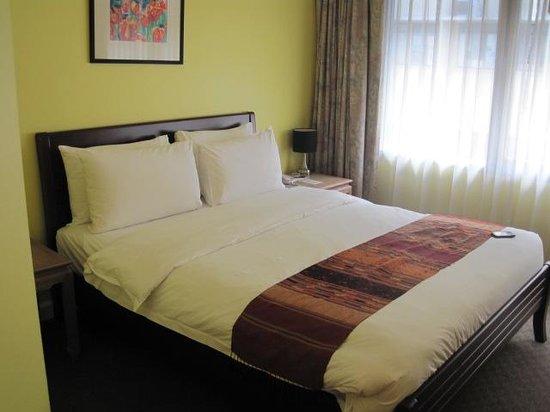 Le Siam Hôtel: Blick zum Bett