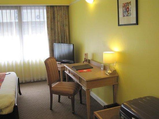 Le Siam Hôtel: Blick zum Schreibtisch