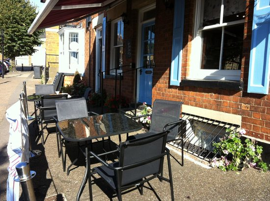 Strawberry Fields Food Emporium: Great terrace overlooking the church and market square