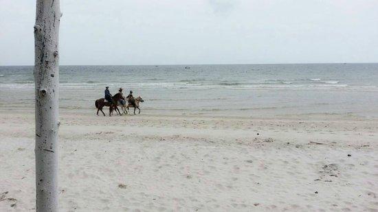 Wora Bura Resort & Spa: ชายหาด เงียบ สงบ