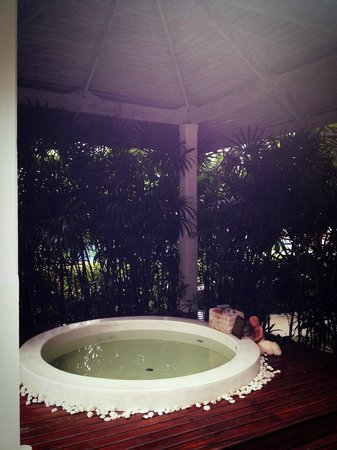 Wora Bura Resort & Spa: JACUZZI