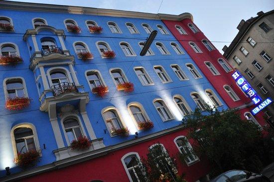 Hotel Urania: красиво подсвечивается вечером