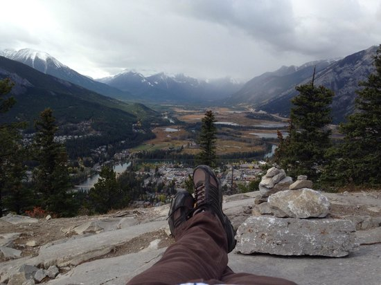Tunnel Mountain Trail: Relaxing at the top of Tunnel Mt.