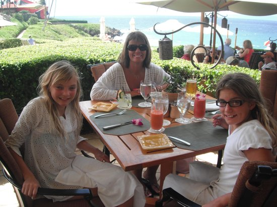 Ferraro's Bar e Ristorante: Ferraro's for lunch..Mama & her girls!