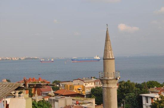 Dersaadet Hotel Istanbul: Patio view