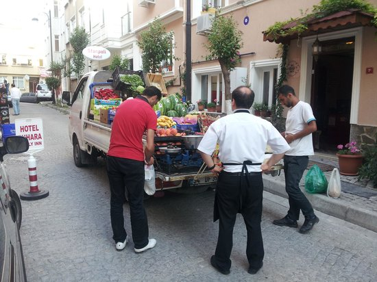 Dersaadet Hotel Istanbul: Fresh fruit delivery
