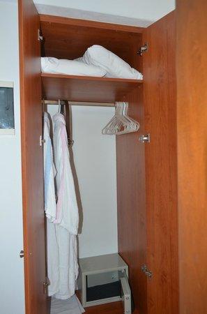 Adonis Hotel : drawers