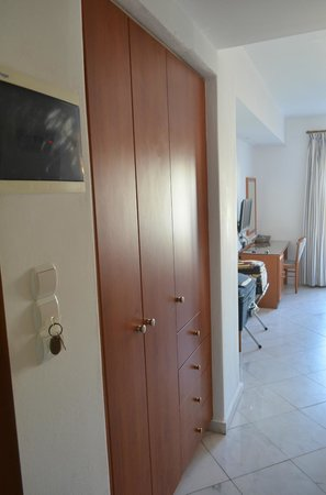 Adonis Hotel : room