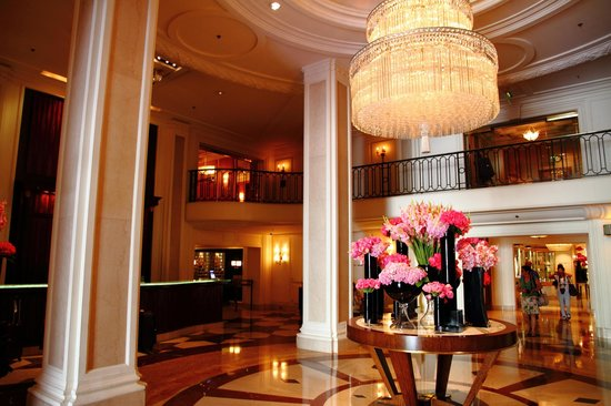Beverly Wilshire Beverly Hills (A Four Seasons Hotel): Hotel lobby was very nice
