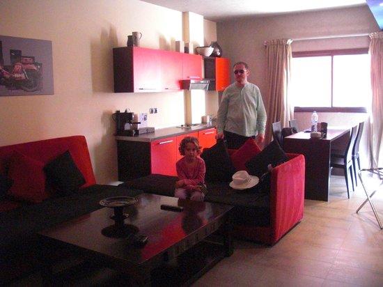 Dellarosa Hôtel Suites & Spa : coin salon cuisine