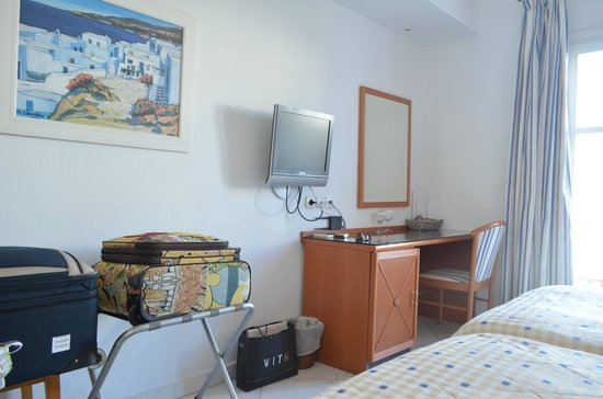 Adonis Hotel : our room
