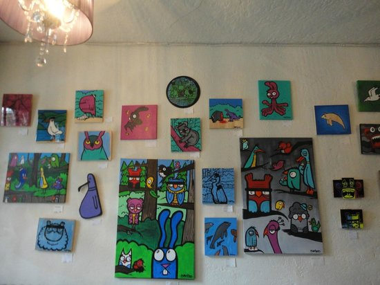 City Hostel Seattle: The lobby art