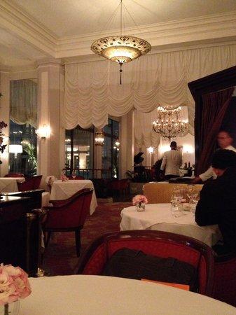 Hotel Cipriani Restaurant: Elegante salão com piano ao fundo!