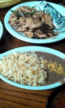 Mama Loca's Cafe and Cantina: Chicken fajitas